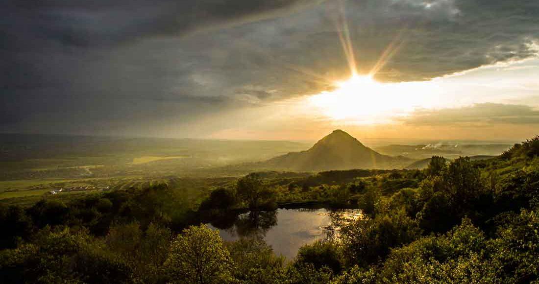 Вид на Монастырское озеро и г. Шелудивая.
