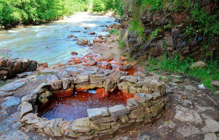 Основной источник Долины Нарзанов.