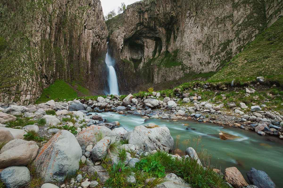 Водопад Каракая-Су, Северное Приэльбрусье.