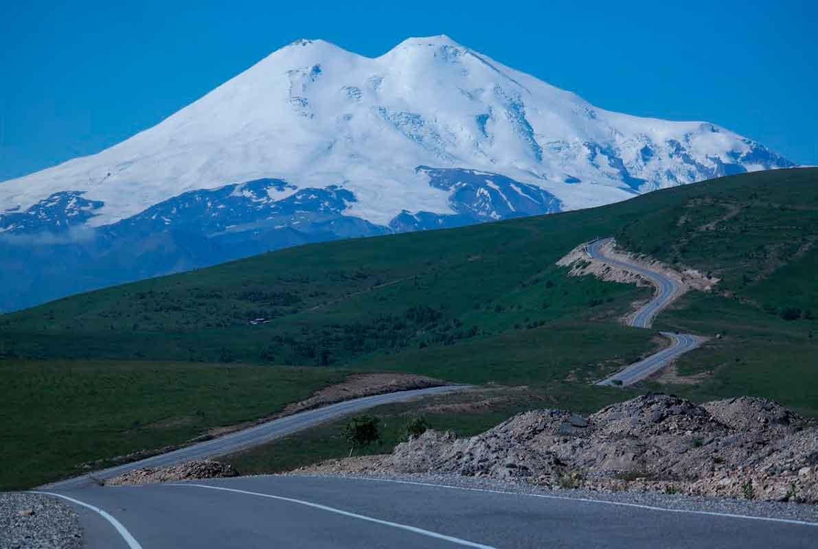 Вид на Эльбрус по дороге на Джилы-Су.