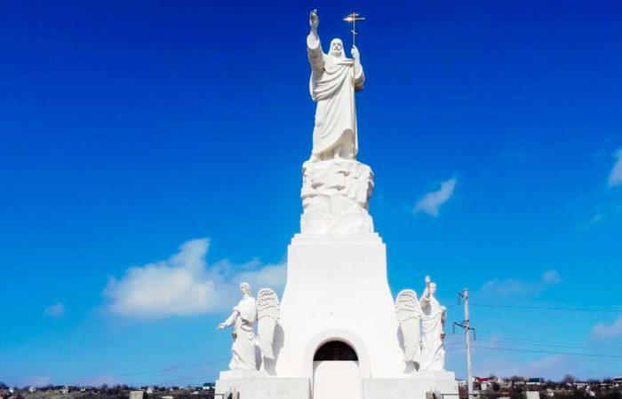 Благославляющий Христос, г. Ессентуки (самая высокая скульптура Иисуса в России).
