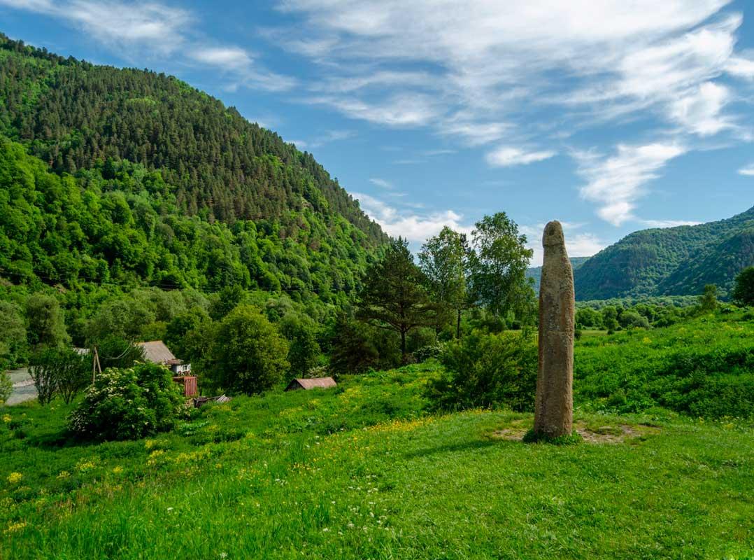 Каменная статуя, памятник VIII-XII.