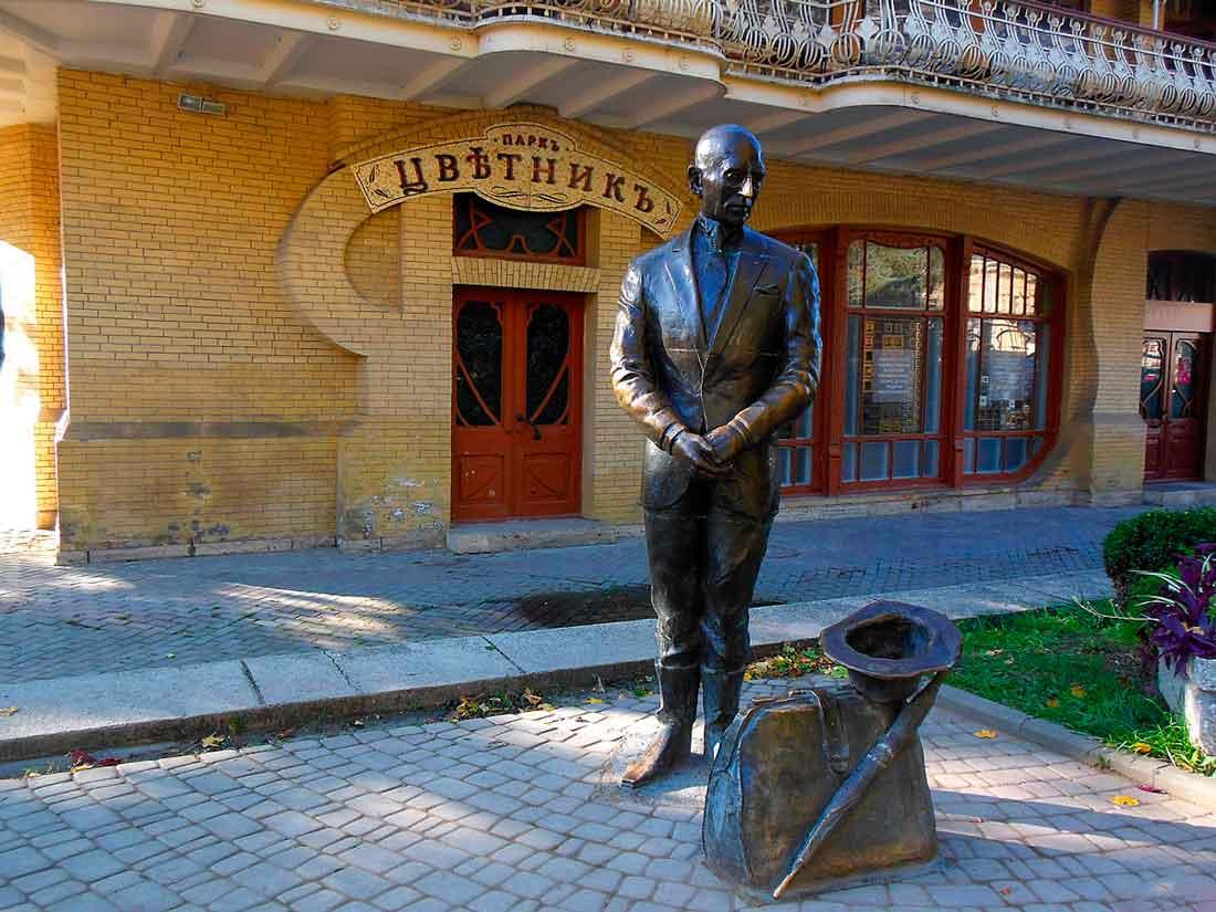 Памятник Кисе Воробьянинову, г. Пятигорск.