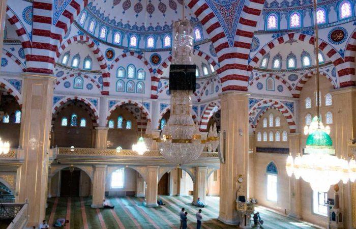 """Мечеть """"Сердце Чечни"""" (внутри), г. Грозный."""
