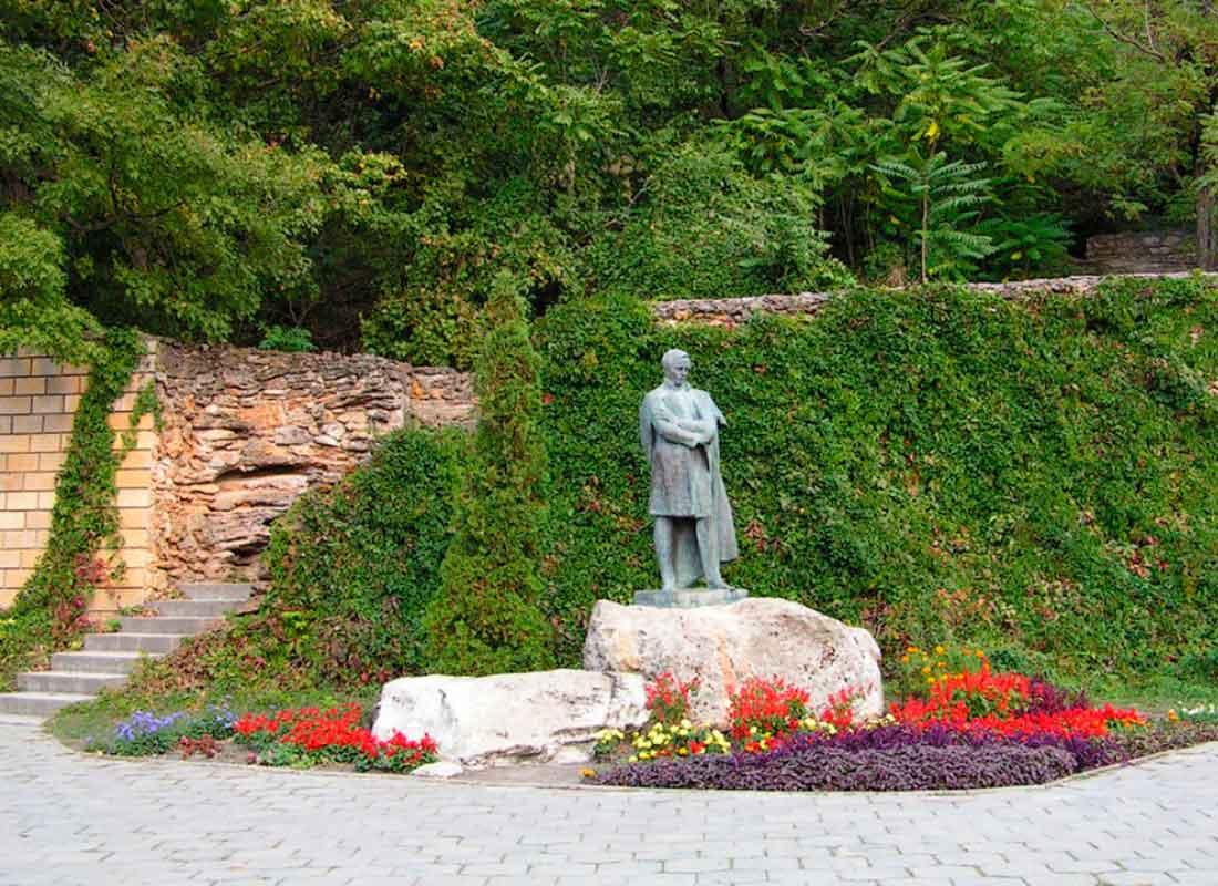 """Экскурсия """"Железноводск"""". Памятник М.Ю. Лермонтову."""