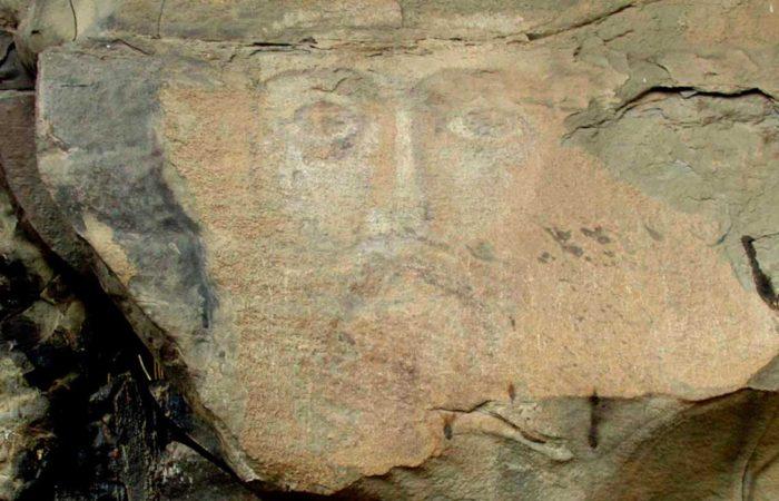 Лик Иисуса Христа на скале.