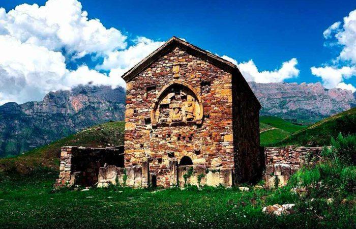 """Экскурсия """"Горная Ингушетия"""". Раннехристианский храм Тхаба-Ерды."""