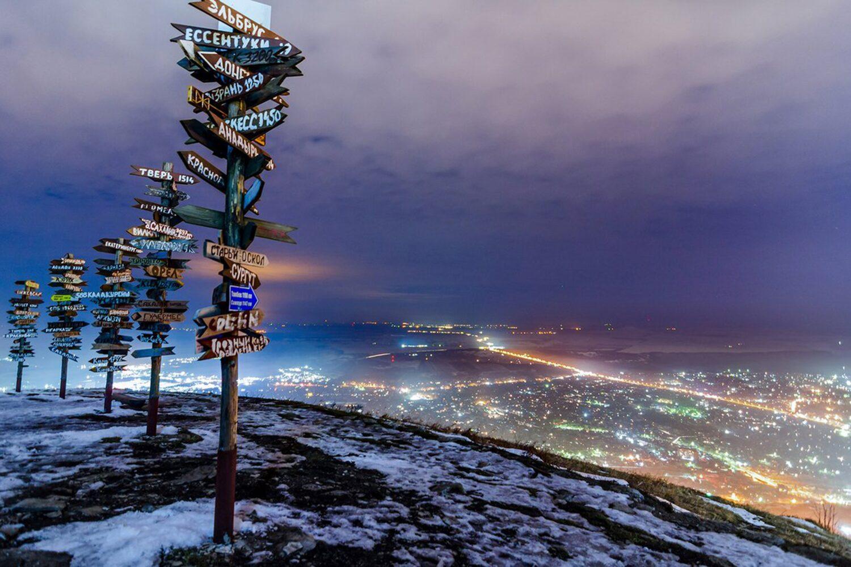 """Вид на ночной Пятигорск с вершины горы """"Машук"""""""