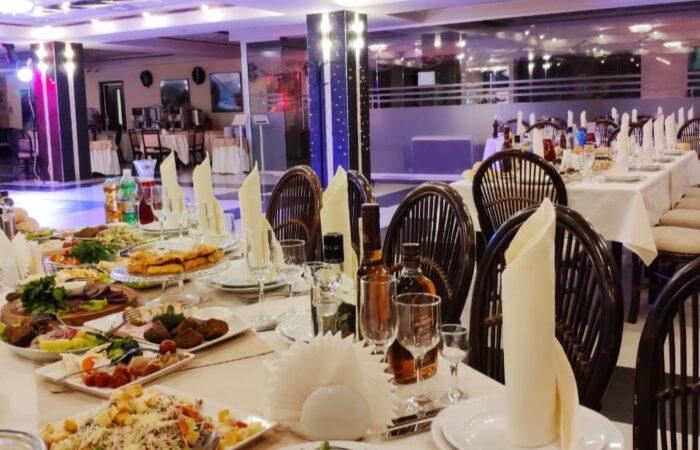"""Праздничный новогодний стол, ресторан отеля """"Бештау"""""""