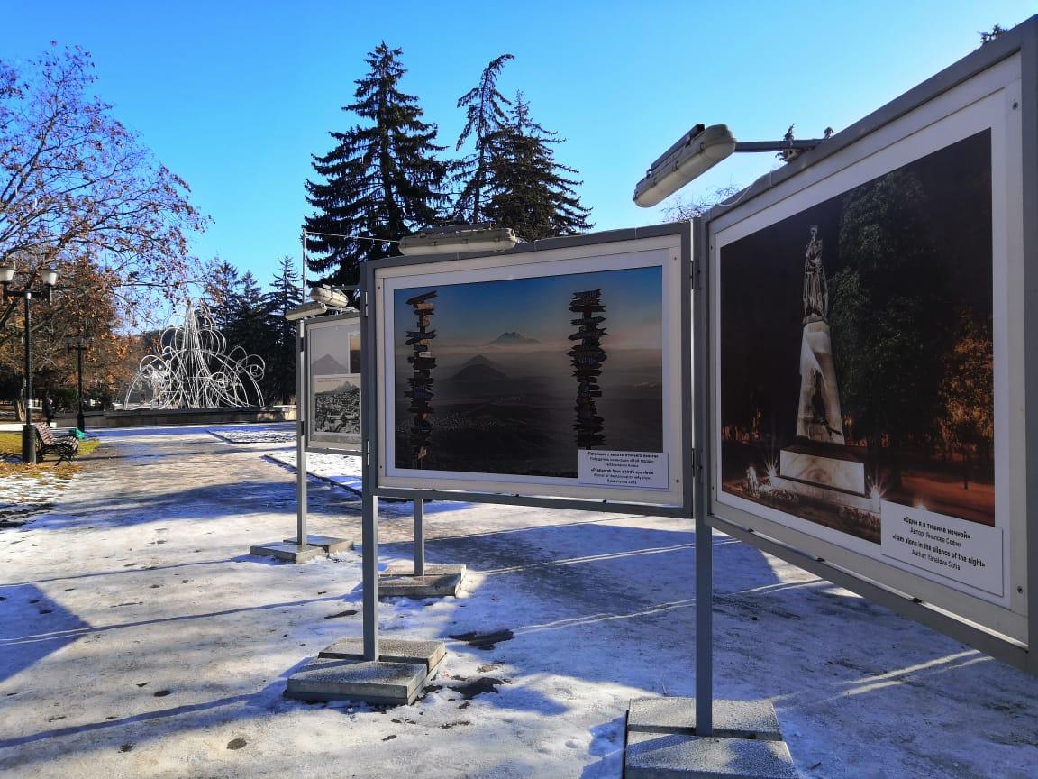 Фотовыставка на главной площади Пятигорска