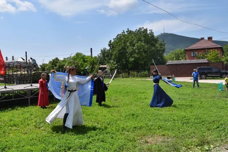 Казаки Пятигорска празднуют Троицу